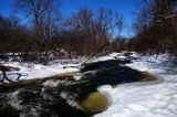 Сейчас то, конечно, мороз трещит уже, однако памятью тех дней вода несётся вниз.