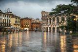 Крупнейшая площадь Вероны, где расположен античный римский амфитеатр Арена ди Верона.