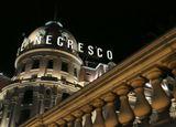 """Легендарный отель Negresco является одним из самых знаменитых зданий Ниццы и одним из немногочисленных частных дворцов мира. Вот уже около столетия огромный  купол здания отеля возвышается над знаменитой Английской Набережной и Бухтой Ангелов. Его магическое название ассоциируется с определенным """"искусством жизни""""."""