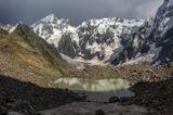 озеро на Курсантских ночевках, на другой стороне можно разглядеть палатку, после грозы, напротив вершина Коштантау (5150м), внизу ледопады ледника Мижирги, высота 3300м, Безенги.