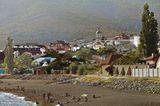 """Это Мысхако - посёлок моего детства. Он лежит в предместьях Новороссийска, у подножья Кавказских гор, омываемый волнами тёплого Чёрного моря. Мысхако, переводится как """"Зелёный мыс"""". Это моя Малая Земля."""