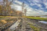 Озеро Калкан - одно из наиболее известных и популярных озер Учалинского района Республики Башкортостан.Название озера произошло от башкирского слова, означающего щит. Это объясняется формой озера, напоминающей вытянутый щит с держащей его посередине рукой.Вообще, очертания озера очень необычны за счет вдающегося с востока ровно посередине озера сильно вытянутого и вместе с тем узкого полуострова. Его длина около полукилометра.На юго-западно