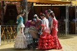 Испания. Херез де ля Фронтера. Ярмарка Feria del Caballo Jerez.В Испании, а особенно Андалусии, к национальным традициям относятся серьезнейшим образом.Лошади, кабальеро при параде и конечно, дамы в платьях фламенко оживляют на несколько дней огромный двор ярмарки в центре Хереса.В палатках выступают менестрели, знаменитый херес льется рекой под жарким весенним небом Андалусии.Nikkor 35-70 2.8D