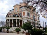 Это здание строил знаменитый архитектор Джузеппе Валадьер. Это шикарный старейший ресторан(заработал в 1816г.). В период своего расцвета был самым модным в Риме.