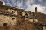 Город мертвых Даргавс – крупнейший на Северном Кавказе склеповый могильник, представляющий собой комплекс из более чем 90 фамильных усыпальниц. В IX – XVII веках их сооружали полуподземными, а в XIV – XVI веках – надземными, в два-четыре этажа. Последнее фото из этой серии.