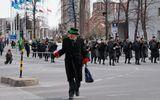 День Св. Патрика, вчера, начало парада. Минус 17 при ветре 25м/с, чувствуется как минус 25.