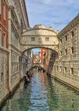 Мост Вздохов был построен в 1602 году под руководством итальянского архитектора Антонио Конти. Мост соединяет Дворец Дожей и здание тюрьмы. «Вздохи», от которых берёт название этот мост — это не вздохи влюблённых, а печальные вздохи осуждённых, которые, проходя под стражей по этому крытому мосту, в последний раз бросали взгляд на Венецию.