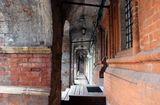 У стен Высоко-Петровского монастыря