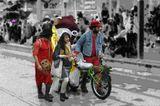 В пуримский карнавал на улицах Иерусалима кипит жизнь.