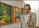 На пенсии увлекся живописью, написал сотни картин.15 мая ему исполняется 95 лет