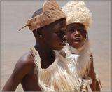 Мальчики из племени бушменов.