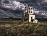 Ветра Истории несутся над планетой.Играя, превращают в щебень города.Порой, не успевают люди оглянуться,Как остаются только храмы-флюгера.._________________________________Староселенгинский Спасский собор. Построен в 1789 году.Был заброшен, т.к. город Селенгинск был перенесен на новое место... Бурятия