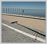 на набережной реки Тежу в Лиссабоне