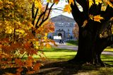 Резиденция в 79 акров является местом жительства и работы каждого Генерал-Губернатора Канады с 1867 г.Сейчас на этом посту дама - Жюли Пейетт (фр. Julie Payette; род. 20 октября 1963, Монреаль, Квебек) — канадский политик, инженер, бизнес-леди, астронавт, говорит на 6 языках включая русский, вступила в должность 2 октября 2017 года. Резиденция круглый год открыта для посещения всеми желающими