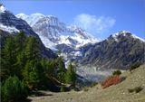 Страна, где пятитысячник считается обыкновенной горкой, где воздух настолько кристально-чистый, что можно разглядеть снежные вершины за сотни километров, где краски природы такие яркие, что кажется их обработали в фотошопе- все это Непал. Налюбовавшись этими красотами, ты навсегда оставляешь в этих местах частичку своего сердца.