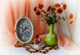 Натюрморт  янтарём,цветы,предметы