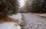 Как и везде, как и всегда, зима примеривается понемногу, не решаясь окончательно войти в дверь пока.