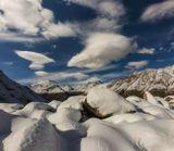 вид на Эльбрус с ледника Кашка-таш, ущелье Адылсу, Кавказские горы...