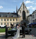 Брюссель, сценка перед храмом и последующим венчанием