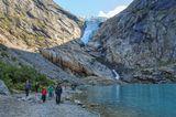 Ледник Бриксдаль - рукав ледника Юстедальсбреэн(Jostedalsbreen),  крупнейшего ледника континентальной Европы. Несколько лет назад ледник Бриксдаль спускался до самого озера. Очень быстро тает....((
