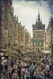Гданьск. Много-много людей гуляет по городу в воскресный день (не праздник)  НЕ ХУДОЖЕСТВЕННАЯ ФОТОГРАФИЯ,  ЖЕЛАЮЩИЕ СООБЩИТЬ МНЕ ОБ ЭТОМ МОГУТ НЕ БЕСПОКОИТЬСЯ, Я ЗНАЮ.