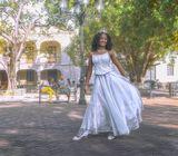 В день 15-летия родители дарят дочери свадебный наряд. Она в нём выходит на улицы. С этого момента в Доминикане она считается невестой.
