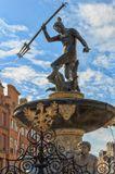 Этот фонтан - символ Гданьска и один из старейших памятников Польши (1615 г.) Символизирует связь города с морем,  Гданьск - польские ворота Балтийского моря.