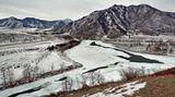Буквально переводится как устье Чуи, принятое обозначение района слияния рек Чуя и Катунь – священное для алтайцев место.Переменчивый,серый день уходящего февраля.