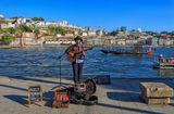 Порту,  набережная,  музыкант