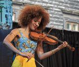 Alfa Jazz Fest 2017, Львов Yilian Canizares  -  Invocacion Tour, Швейцария Илиан Канизарес - швейцарская скрипачка и вокалистка кубинского происхождения,  которая выиграла Montreux Jazz Festival Competition в 2008.  Считается, что её музыка размывает границы между джазом, африканской, кубинской музыкой и классикой.