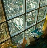 """Таиланд, Бангкок, отель Baiyoke sky. Высота здания 309 метров, 86 этажей.  В ЛНУ виден """"старший брат"""", отель Baiyoke 1, 46 этажей."""