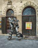 Недавно OV заявил мне, что он робот. Вчера на улице встретила такое чудо.  OV, если понравится, можешь взять себе на аватарку.