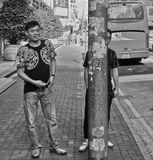 """Гонконг. Местная гопота. Один посмелее, второй, более осторожный. Подошли ко мне со словами: - Алло, папаша, огоньку не найдется? Дальше было не по фильму. Того, который """"осторожный"""", его спас столб. Тот что посмелее, решил бросить курить. )"""
