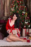 Новогодний фотосет с красивой брюнеткой: https://www.voraevich.com/ru/new-year-photoset-with-beautiful-brunette-ru/