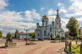 Трехпрестольный Успенский храм-памятник построен на месте старой Успенской церкви, свидетельницы Отечественной войны 1812 года. Церковь, построенная в 18-м веке, сильно пострадала во время сражения.  Малоярославец.