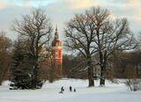 Замок зимой или: радости зимы  сравнивайте: http://www.lensart.ru/picture-pid-7b940.htm?ps=11