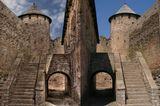 Ивангородская крепость...справа оригинал...насколькоя  я его испортил судить Вам... :(0)))