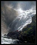 Норвегия.Девушка в красном - фея)) По легенде в водопадах живут прекрасные девушки в красном, которые завлекают мужчин своим пением. А потом их губят!