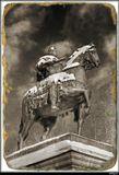 """""""Медным всадником"""" называют статую Петра напротив Исаакия. А это - неправильно. Он - бронзовый. А вот напротив Михайловского замка - действительно из меди."""