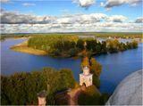 Вид на окрестности монастыря со смотровой площадки колокольни