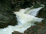 Часть каскада гуцульских серебристых водопадов, Карпаты, с.Шешоры