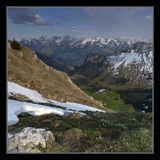 Апрель. Вид на Альпы с горы Teysachaux (на другую сторону - вид на приальпийские холмы и равнины). Панорама из 6 кадров. При съемке использован UV-фильтр и нейтральный градиентник для верхних кадров.