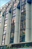 """Венгрия, Будапешт, август 2003 г.  Отражение церкви Матьяша в окнах отеля """"Хилтон""""."""
