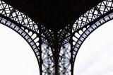 А может Эфелелева башня тоже женщина :-)
