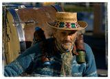 Если интересно,то небольшую серию снимков с этим музыкантом можно посмотреть здесь:http://utflytter.livejournal.com/17235.html