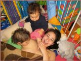 Близняшкам Софи и Мири... по 1 году и 3 месяца ;-))