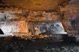 Сьяны (Сьяновские каменоломни) — подмосковная система искусственных пещер-каменоломен из группы Новленских пещер. Здесь добывался известняк для строительства «белокаменной» Москвы. Находится в районе станции Ленинская Павелецкого направления. Соседствует с системой Кисели.   Возникновение системы датируется XVIII веком, а наиболее активная разработка велась в XIX веке. В 1930-х годах XX века выработки были закрыты, а в 1974 году властями были закрыты и входы в систему. В 1988 энтузиастами был вновь открыт вход «кошачий лаз».   По данным 2007 года общ