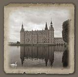 Дворец Фредериксборг построен в 17 веке в стиле Ренессанс на замковом острове под Копенгагеном